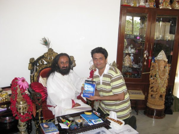 Spiritual Guru Sri Sri Ravi Shankar congratulates Dhaval for his inspiring books
